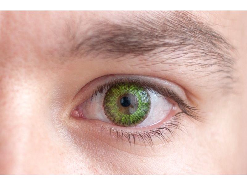 """""""Fresh Green"""" bei einer braunen Augenfarbe"""