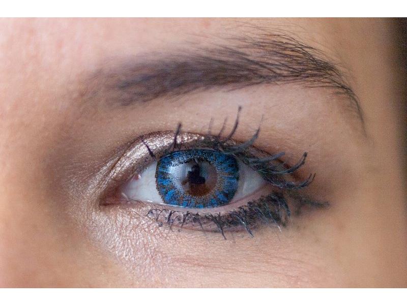 """""""Sapphire Blue"""" bei einer braunen Augenfarbe"""